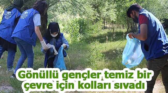 Karaman'da gönüllü gençler temiz bir çevre için kolları sıvadı